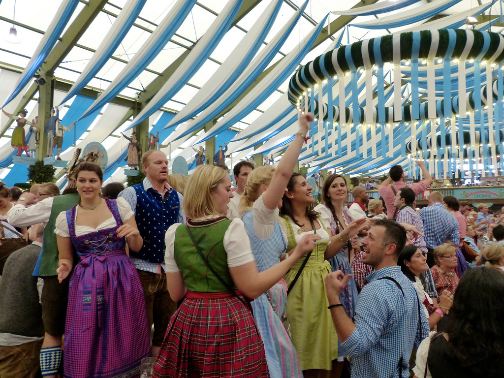 2bc05c7ca1e Oktoberfest Tips for Girls - Confused Julia