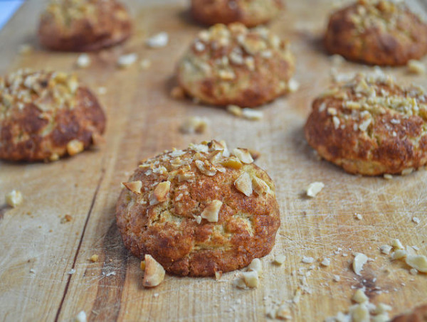 German Spiced Hazelnut Cookies / confusedjulia.com